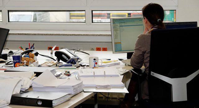 Pracownik administracyjny – opis zawodu